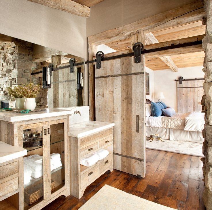 Baños Rusticos De Madera:Bathroom with Rustic Barn Door